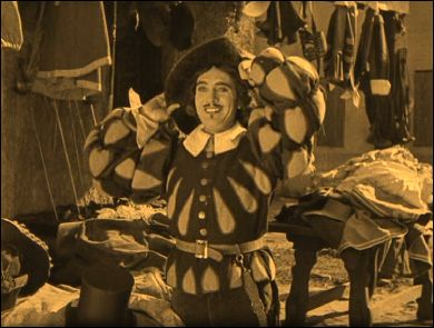 THE THREE MUST-GET-THERES (L'étroit Mousquetaire - 1922) - un film de Max LINDER - Photogramme